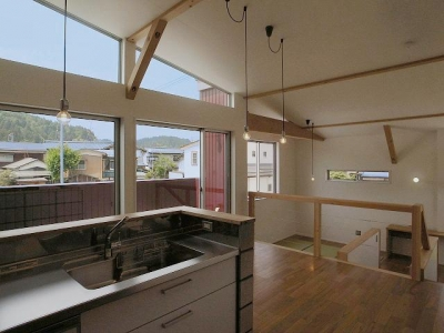 LDK-緩やかにつながる大空間 (『八幡の家』シンプルナチュラルな住まい)