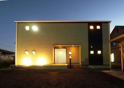 『片流れ屋根の家|H-House』温かみ溢れる住まい (片流れ屋根の家)