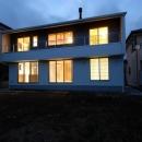 『御宿の家A邸』家族と共に時を刻む住まいの写真 外観夜景