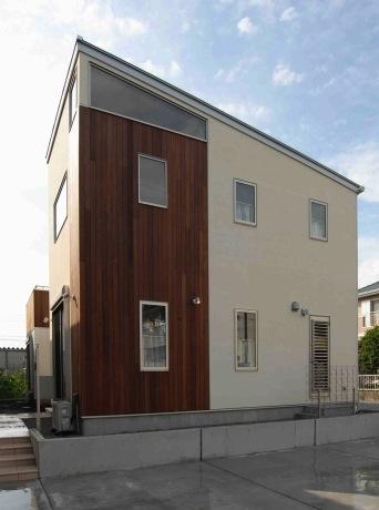 『今沢の家』自然素材のナチュラルな住まいの部屋 スタイリッシュな外観