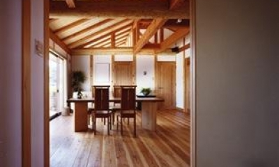『薪塀の家』工夫一杯のローコスト4世代住宅 (親世帯LDK)