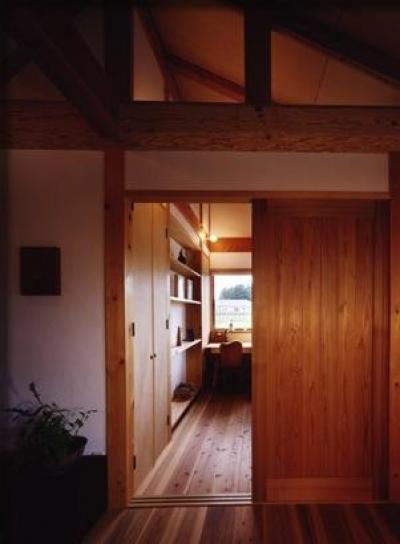 木の温もり感じる子供部屋 (『薪塀の家』工夫一杯のローコスト4世代住宅)