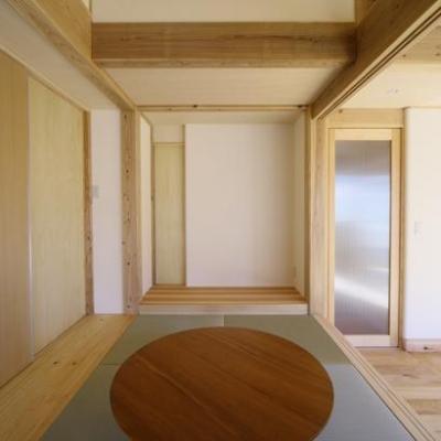 舞台にもなる畳コーナー (『舞台のある家』変化を楽しめる木の家)