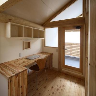 『舞台のある家』変化を楽しめる木の家 (自然素材に囲まれた書斎)