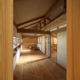 『舞台のある家』変化を楽しめる木の家 (将来2部屋に分けられる子供部屋)