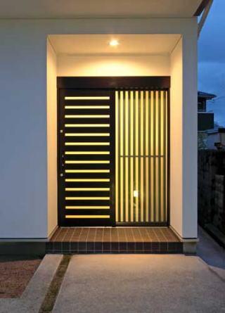 『キュービック・デッキ』リゾート風住宅にダイナミックリフォームの写真 玄関廻り-夜景