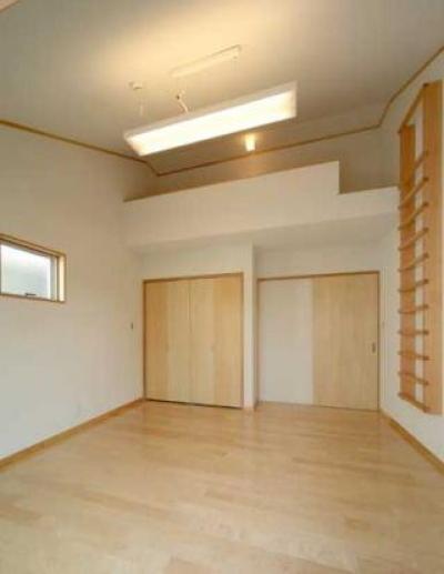 大容量収納のある主寝室 (『キュービック・デッキ』リゾート風住宅にダイナミックリフォーム)