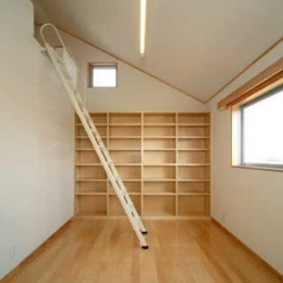 壁一面本棚の子供部屋