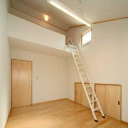 『キュービック・デッキ』リゾート風住宅にダイナミックリフォーム (ロフト付きの子供部屋)