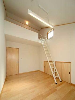 『キュービック・デッキ』リゾート風住宅にダイナミックリフォームの写真 ロフト付きの子供部屋