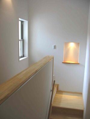 『自然素材と外断熱の家』ナチュラルな住まいの部屋 階段踊り場-アクセントのニッチ