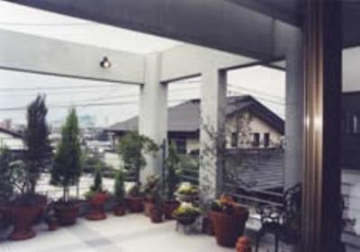 2階西側テラス (『成井邸』見晴らしの良い二世帯住宅)