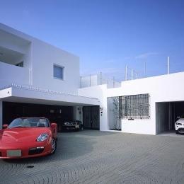 『S邸』非日常空間を楽しめる高級リゾートホテルのような家 (ホワイトキューブのモダンな外観)