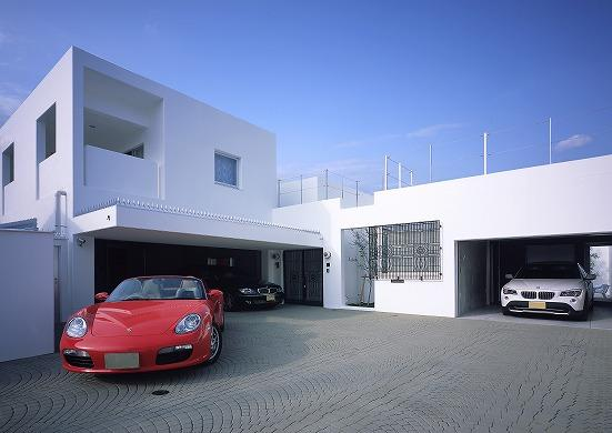 『S邸』非日常空間を楽しめる高級リゾートホテルのような家の写真 ホワイトキューブのモダンな外観