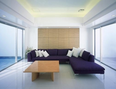 『S邸』非日常空間を楽しめる高級リゾートホテルのような家 (両サイドに大開口があるリビング)