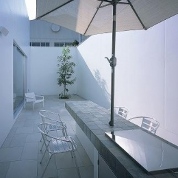 『S邸』非日常空間を楽しめる高級リゾートホテルのような家 (テラス-アウトドアリビング)