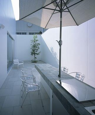 『S邸』非日常空間を楽しめる高級リゾートホテルのような家の部屋 テラス-アウトドアリビング