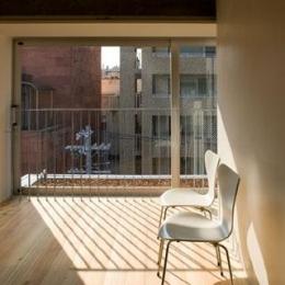 『タテ町家』木×コンクリートのクールな住まい
