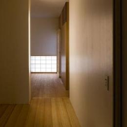 『タテ町家』木×コンクリートのクールな住まい (room2-落ち着く空間)