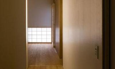 room2-落ち着く空間 『タテ町家』木×コンクリートのクールな住まい