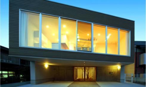『小倉南の家』茶室をもった、中庭のある家の写真 水平連続窓の家
