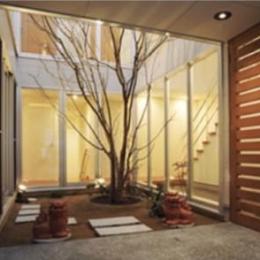『小倉南の家』茶室をもった、中庭のある家 (玄関・中庭)