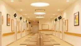 『小倉南メディカル病院・小倉南ヴィラガーデン』 (病院-廊下)