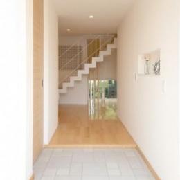 Y邸・光あふれる2階リビングと露天風呂のある憧れの暮らし (大容量シューズクロークのある玄関)