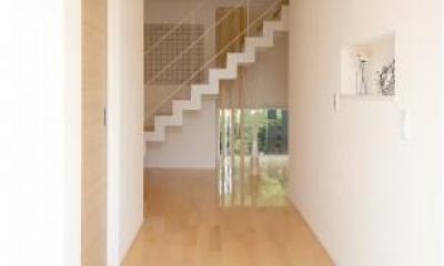 大容量シューズクロークのある玄関|Y邸・光あふれる2階リビングと露天風呂のある憧れの暮らし