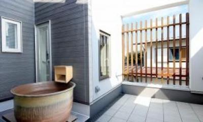 Y邸・光あふれる2階リビングと露天風呂のある憧れの暮らし