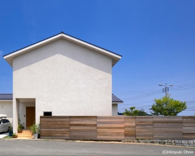 シンプルな外観-1 (住宅作品3・庭と一体!家族の成長を見守る住まい)