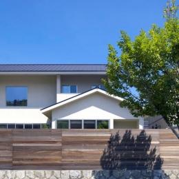 住宅作品3・庭と一体!家族の成長を見守る住まい (シンプルな外観-2)