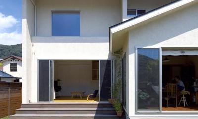 住宅作品3・庭と一体!家族の成長を見守る住まい (シンプルな外観-庭側)