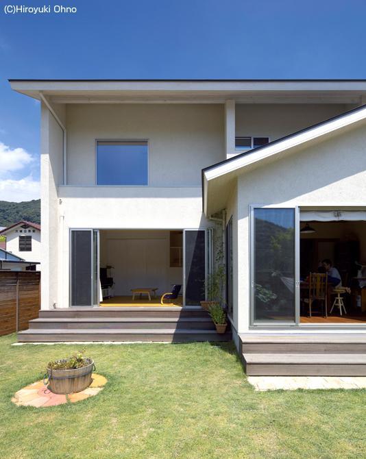住宅作品3・庭と一体!家族の成長を見守る住まいの部屋 シンプルな外観-庭側