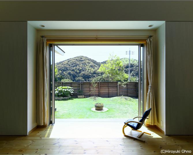 住宅作品3・庭と一体!家族の成長を見守る住まい (庭と一体になる寛ぎのリビング)