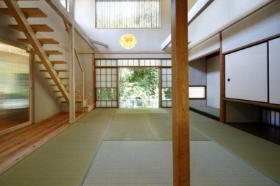 2階を減築した吹き抜けの和室-1 (『宝塚の家』和室と洋室を組み合わせた楽しい住まいへ劇的リノベ)