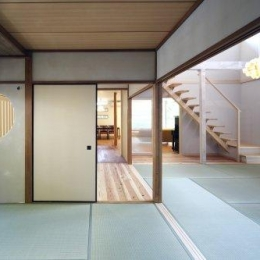 『宝塚の家』和室と洋室を組み合わせた楽しい住まいへ劇的リノベ (玄関横の和室よりリビング方向を見る)