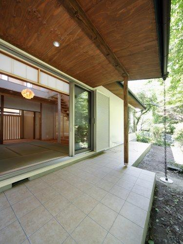 『宝塚の家』和室と洋室を組み合わせた楽しい住まいへ劇的リノベ (和室と一体になるテラス)