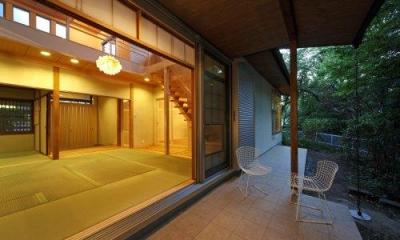 和室と一体になるテラス-夕景|『宝塚の家』和室と洋室を組み合わせた楽しい住まいへ劇的リノベ