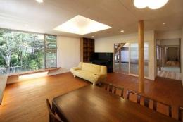 『宝塚の家』和室と洋室を組み合わせた楽しい住まいへ劇的リノベ (木の温もり感じるリビングダイニング)