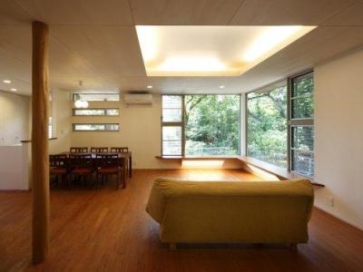 『宝塚の家』和室と洋室を組み合わせた楽しい住まいへ劇的リノベ (コーナーウィンドウのあるLDK)