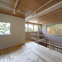 『宝塚の家』和室と洋室を組み合わせた楽しい住まいへ劇的リノベ-光に満ちた2階寝室