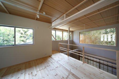 『宝塚の家』和室と洋室を組み合わせた楽しい住まいへ劇的リノベの写真 光に満ちた2階寝室