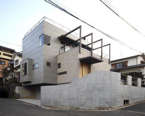 『樟葉美咲の家』屋上緑化と趣味の家の写真 重厚感のある外観