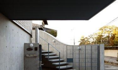 階段アプローチ|『樟葉美咲の家』屋上緑化と趣味の家