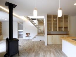『樟葉美咲の家』屋上緑化と趣味の家 (薪ストーブ型暖炉のあるLDK)