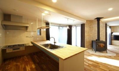 L字型の対面式キッチン 『樟葉美咲の家』屋上緑化と趣味の家