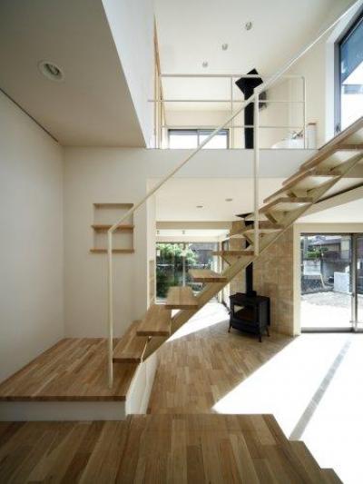 スケルトン階段・大きな吹き抜け-1 (『樟葉美咲の家』屋上緑化と趣味の家)