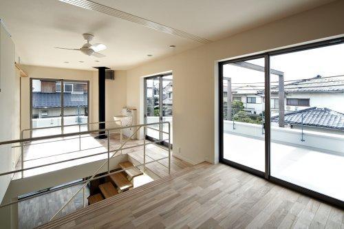 『樟葉美咲の家』屋上緑化と趣味の家の写真 2階アトリエと陶芸コーナー