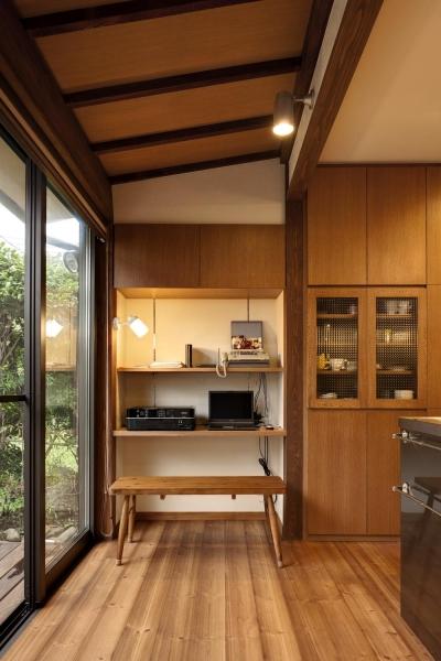 キッチン横のパソコンデスク (Y邸・若い世代の為の和の住まい)